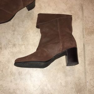 Aerosoles chocolate brown suede boots/ booties